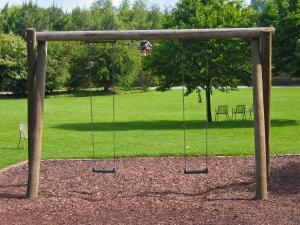 1351566_swing_in_a_park