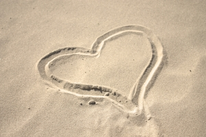sand-heart-2-1421655-m